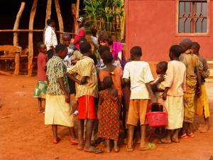 Harriet and Children at Nyarabuye Rwanda (5)